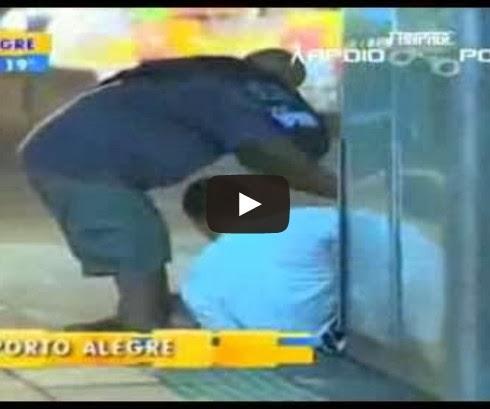 Taxistas impedem roubo e nocauteiam ladrão!