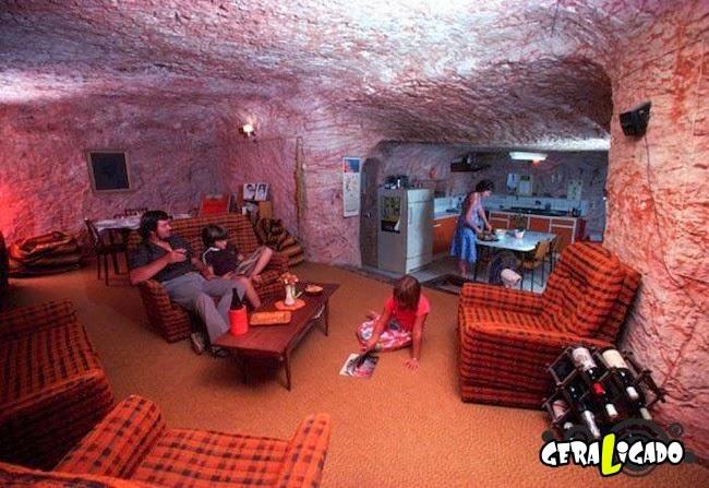 Sol escaldante faz australianos viverem como se fossem homens da caverna!