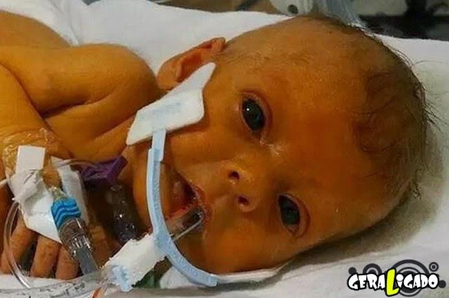 Internautas retocam foto de bebê falecida, após pedido do pai para vê-la sem tubos hospitalares