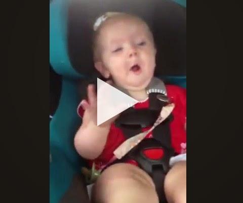Olha a reação quando toca sua musica favorita