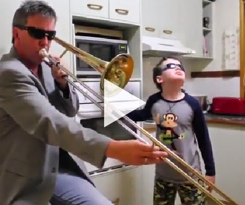 Ulisses e seu papai curte umas musicas eletrônicas!