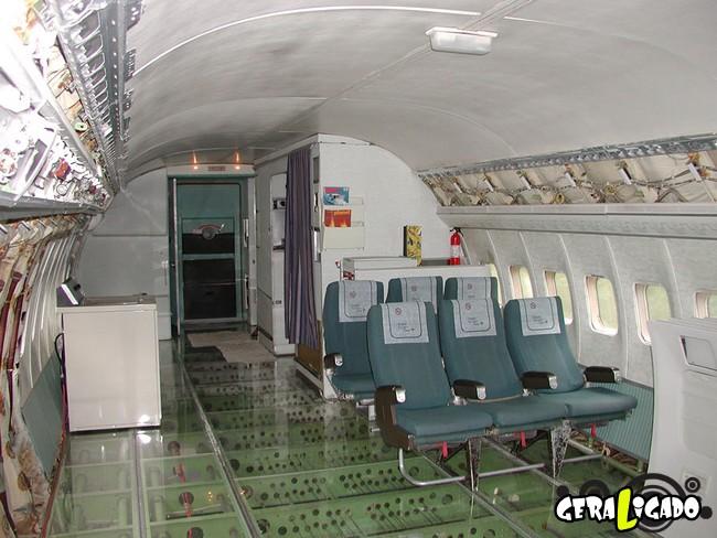 Você teria coragem de morar dentro de um avião velho11