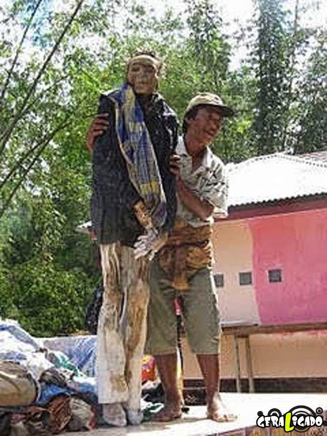 O macabro ritual dos mortos na Indonésia