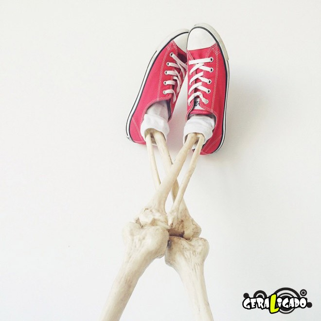 Skellie, um esqueleto que imita as garotas do Instagram13