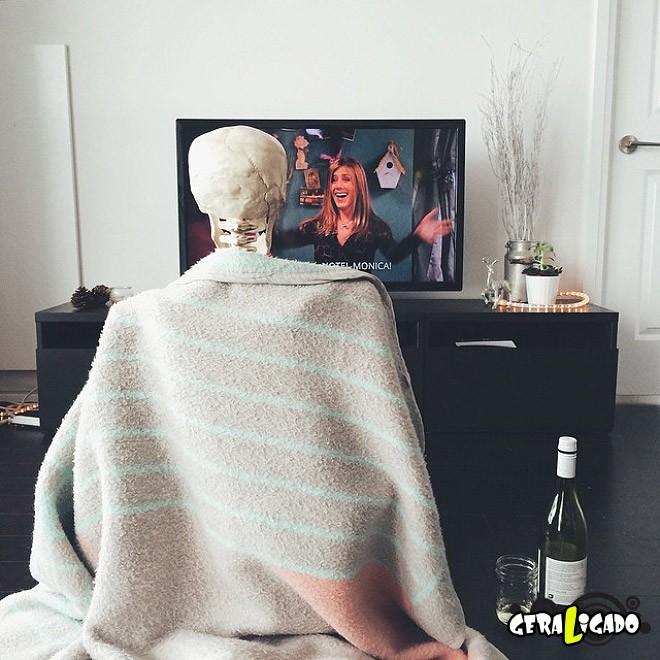 Skellie, um esqueleto que imita as garotas do Instagram14