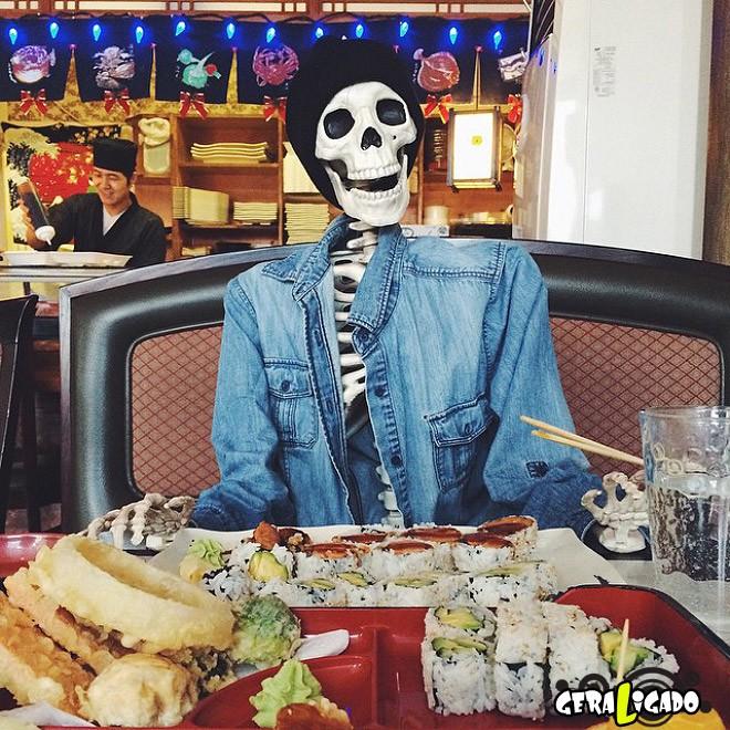 Skellie, um esqueleto que imita as garotas do Instagram2