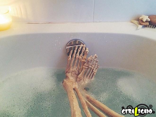 Skellie, um esqueleto que imita as garotas do Instagram3