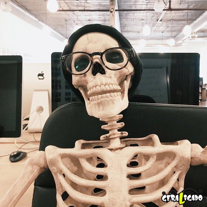 Skellie, um esqueleto que imita as garotas do Instagram5