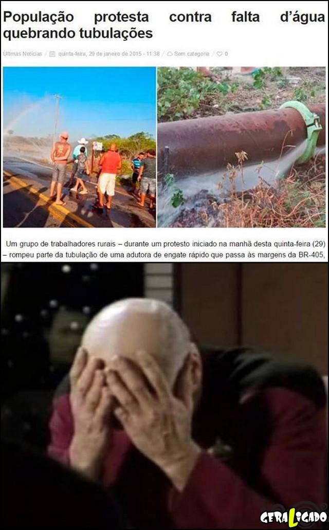 2 Brasileiro é burro até pra protestar