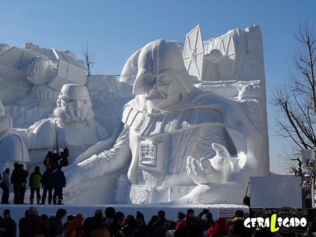 Exército japonês usa neve para criar escultura de Star Wars