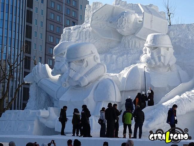Exército japonês usa neve para criar escultura de Star Wars1