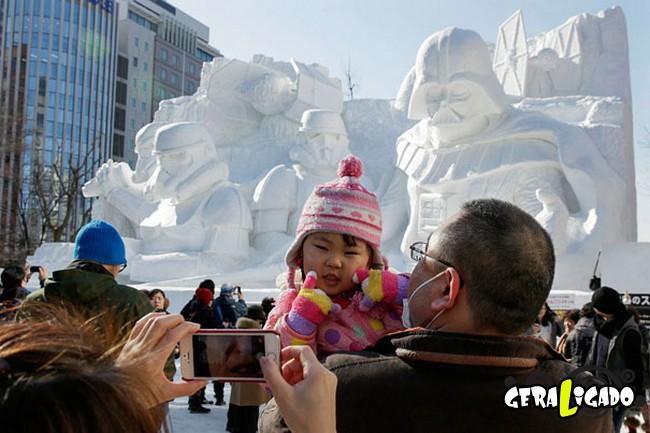 Exército japonês usa neve para criar escultura de Star Wars7