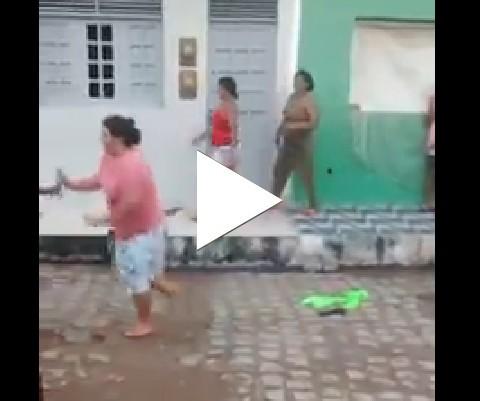 O menino aqui dança muito