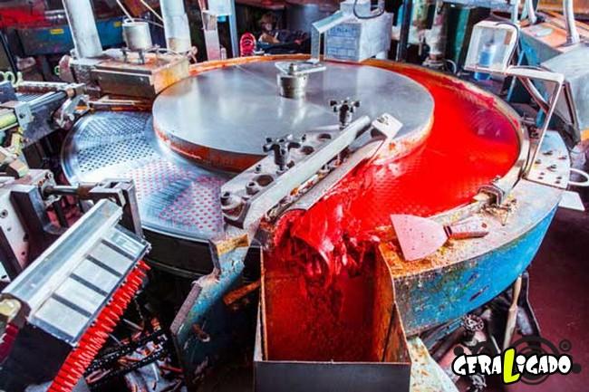 Por dentro de uma fábrica de giz de cera1