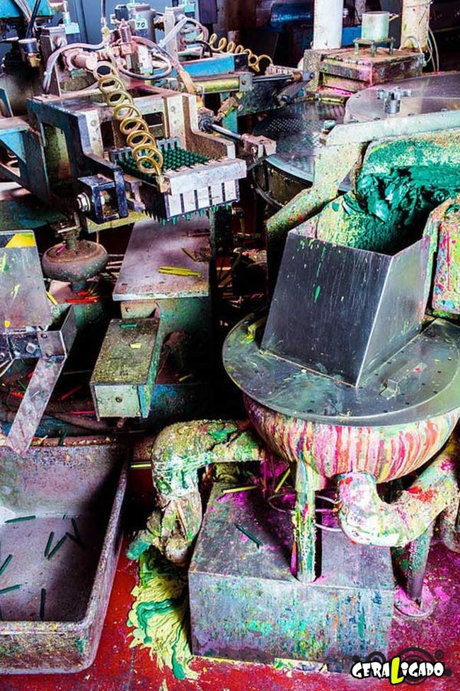 Por dentro de uma fábrica de giz de cera2