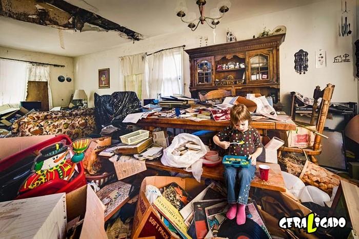 Veja como vivem crianças que têm pais acumuladores3