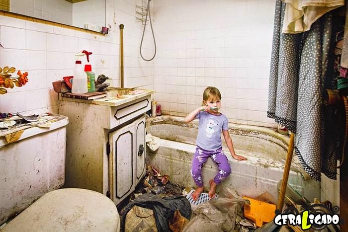 Veja como vivem crianças que têm pais acumuladores6