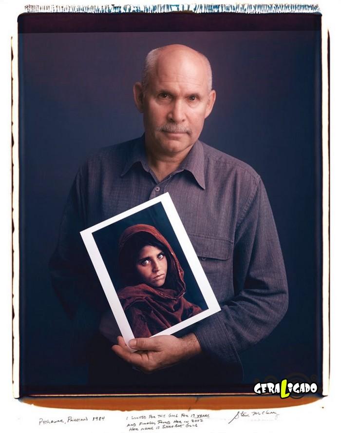 Fotógrafos famosos posando com suas imagens icônicas2