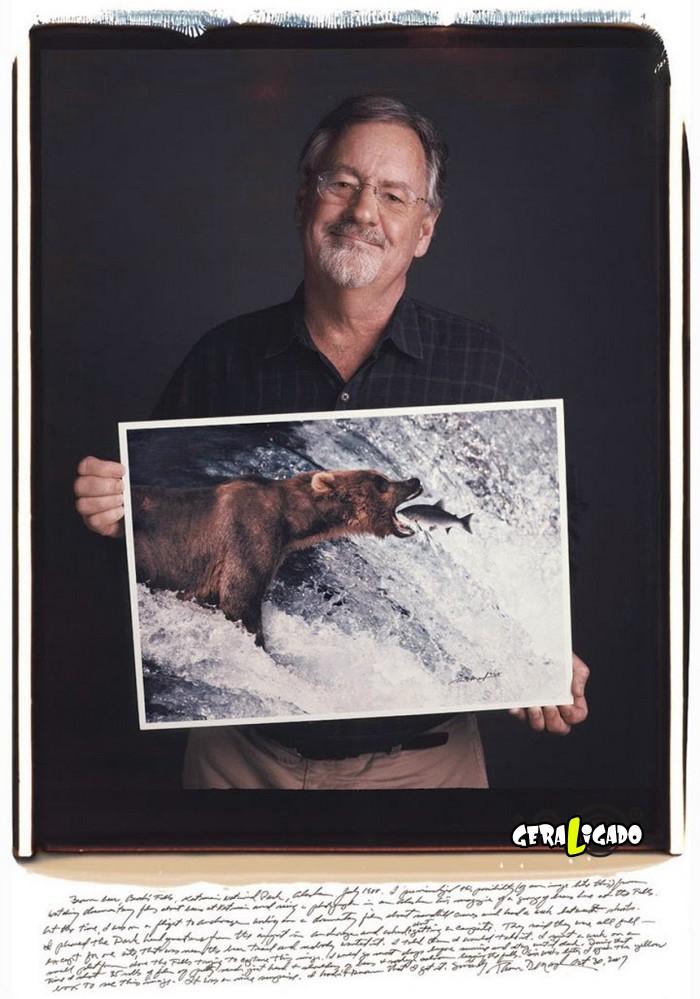 Fotógrafos famosos posando com suas imagens icônicas5