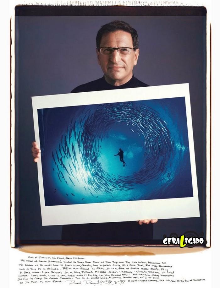 Fotógrafos famosos posando com suas imagens icônicas6