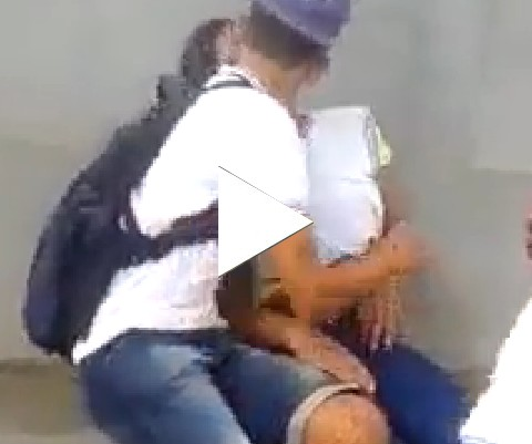 Trágico...ela dormiu na hora do beijo!