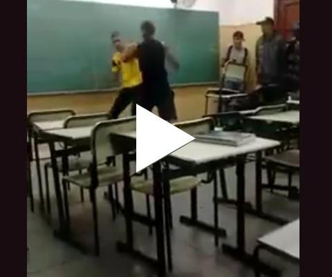 Briga dentro da sala de aula