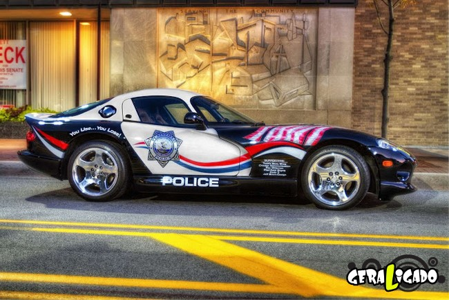 Os carros de polícia, mais caros, luxuosos e velozes do mundo11