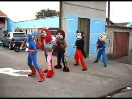 Heróis Dançando em festa de aniversario