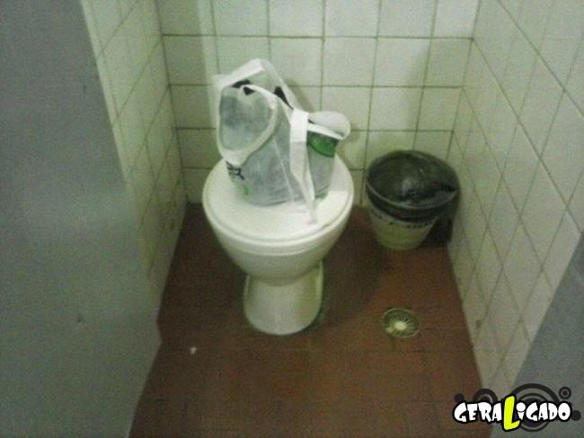 Banheiro publicos demonstra como é cada nação.14