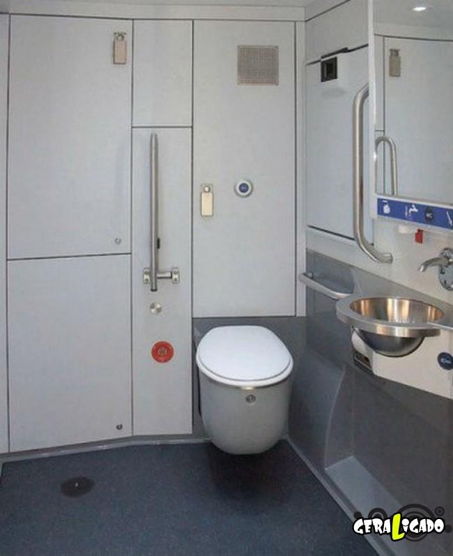 Banheiro publicos demonstra como é cada nação.19