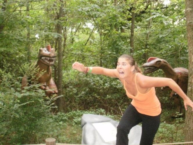 Pessoas se divertindo com estátuas5