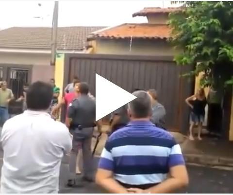Motorista nervosinho agride Policial Militar e Taca-le PAU!