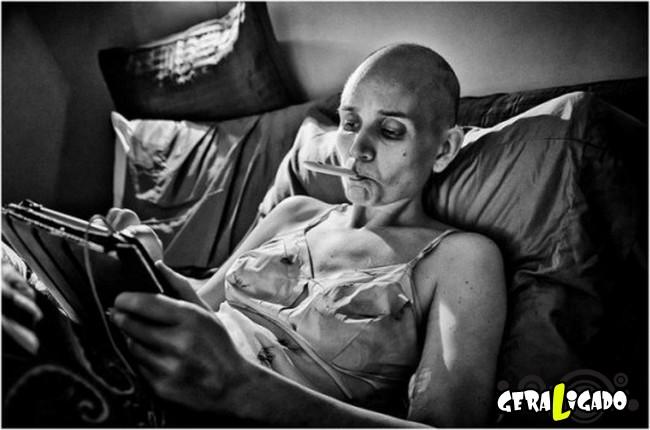 Marido fotografa a evolução do câncer em sua mulher até a morte23