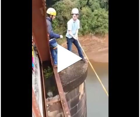 Esse cara nem tem medo de altura!