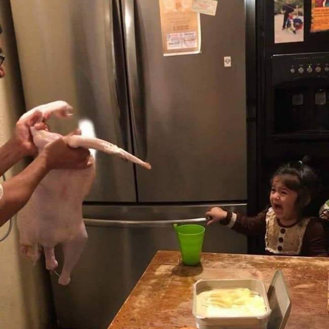 Olha a galinha pintatinha filha