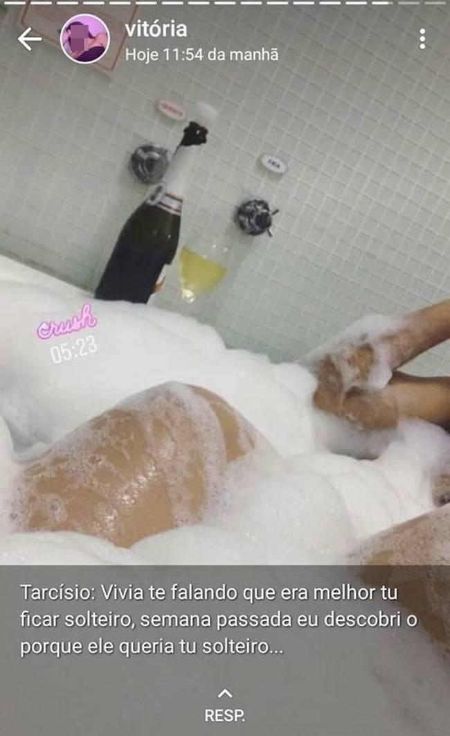 Meu ex vazou minha nude para os amigos e eu peguei todos eles, de vingança5