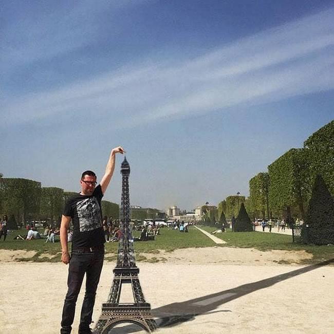 Gostaria que meu dedo tocasse na ponta da Torre Eiffel3