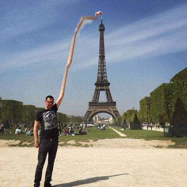 Gostaria que meu dedo tocasse na ponta da Torre Eiffel8
