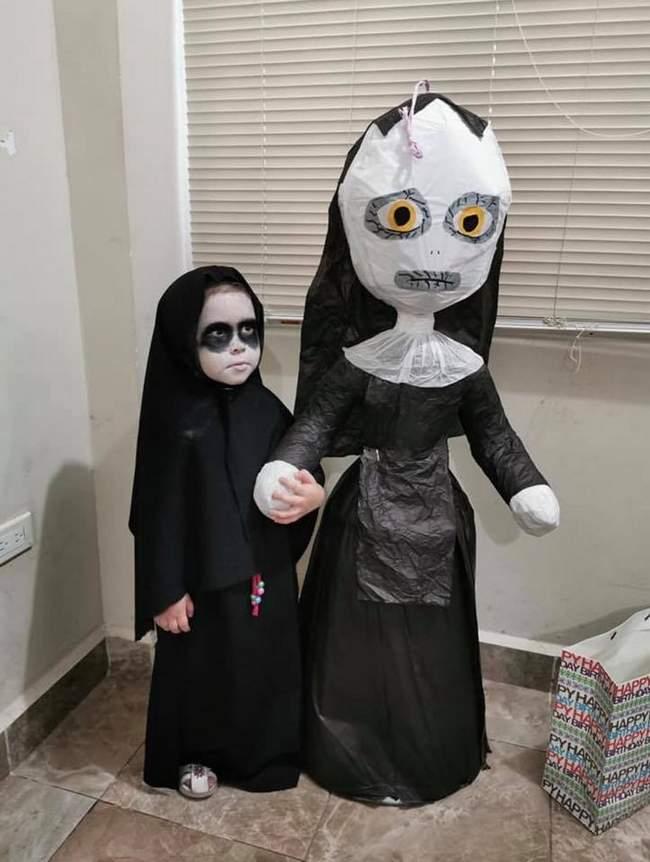 E essa meninha que escolheu a freira como tema de aniversário