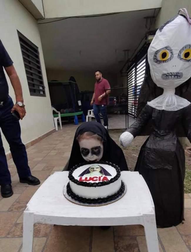 E essa meninha que escolheu a freira como tema de aniversário3