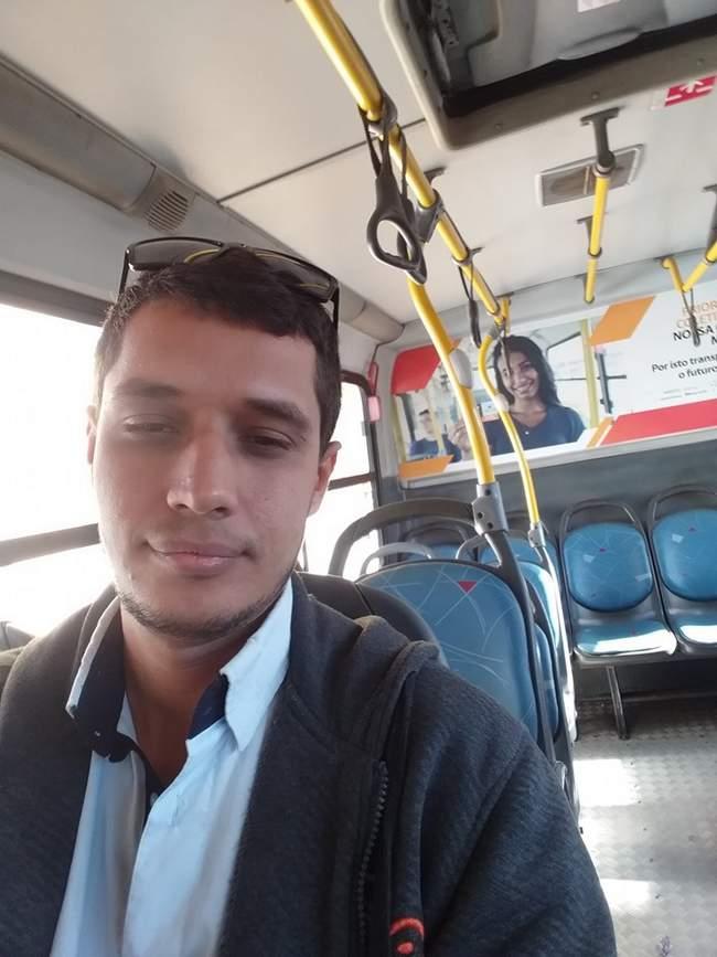 Cuidado! Na hora de tira self dentro do ônibus… 3