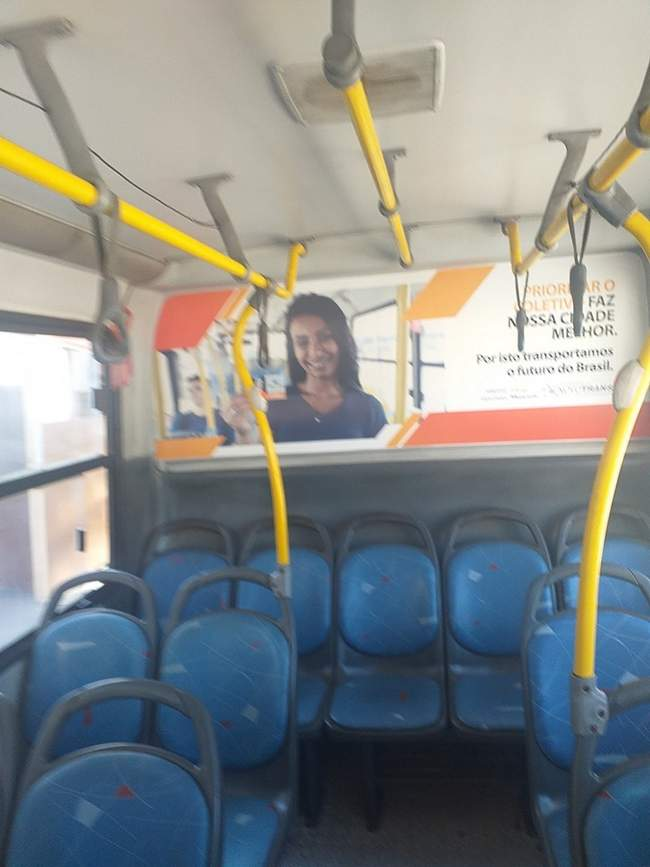 Cuidado! Na hora de tira self dentro do ônibus… 4