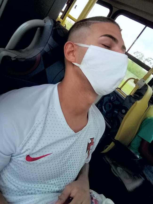 O lado bom da máscara no buzão….