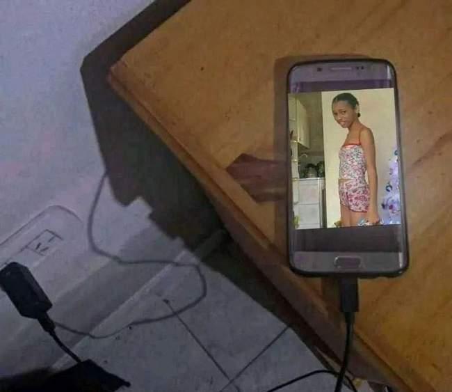 Meu celular vendo eu carregar ele a cada meia hora