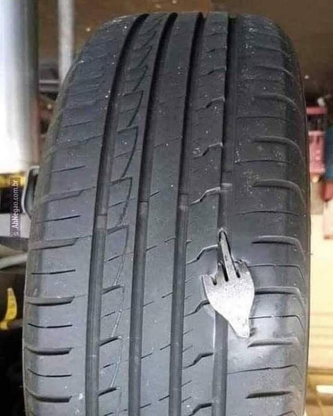 Além de furar o pneu, ainda é mal criado!!