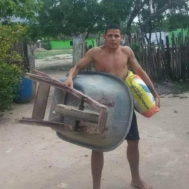 Traz o cimento e o carrinho de mão