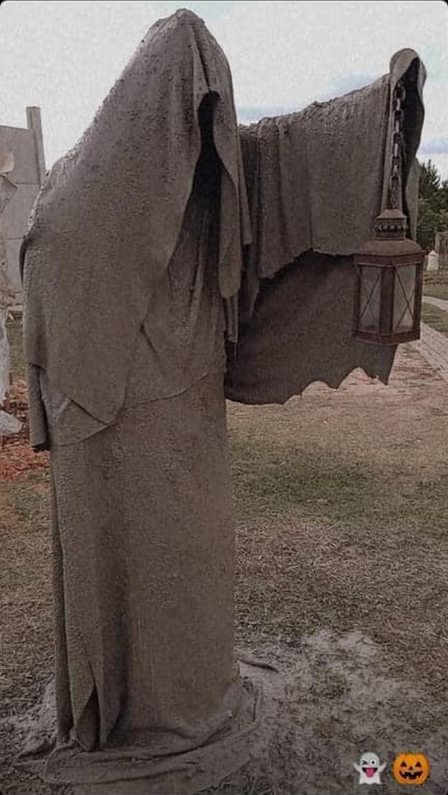 Escultura feita de ferro, tela e cobertores velhos e cimento1