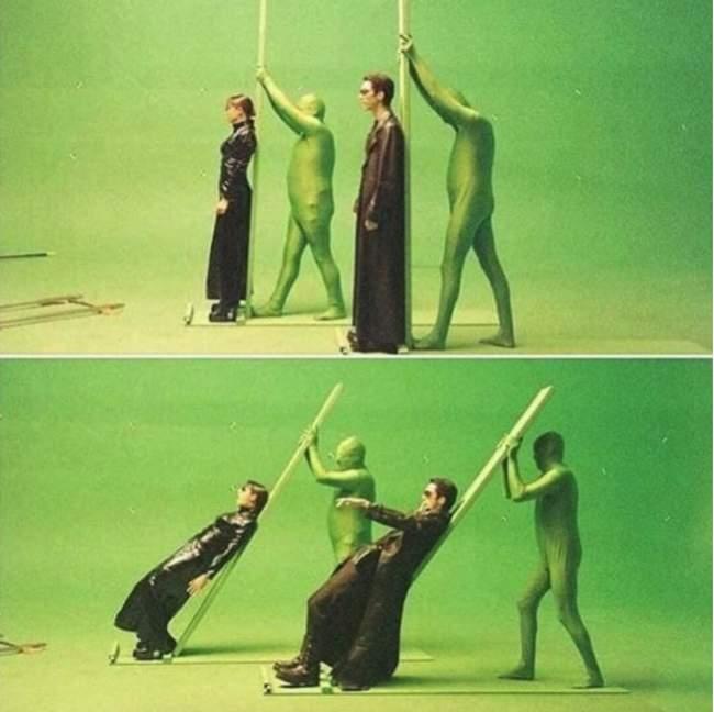 Por trás das câmeras de uma das cenas mais icônicas de Matrix (1999).