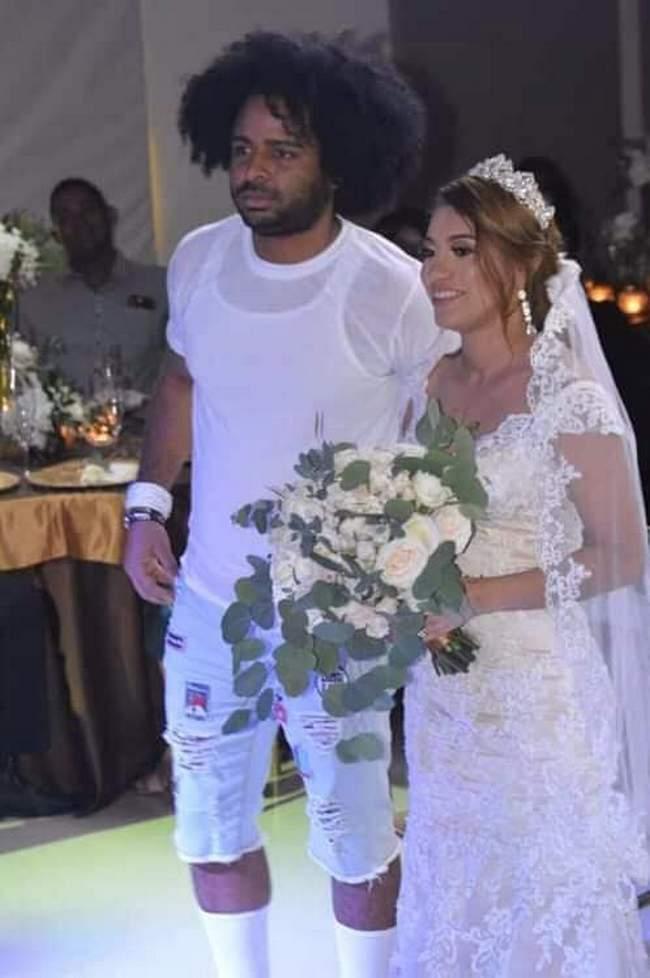 Quando o cara é convidado pra um casamento, mas não sabe que é o dele