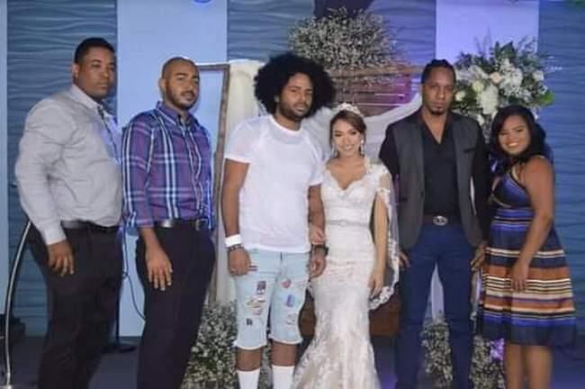 Quando o cara é convidado pra um casamento, mas não sabe que é o dele8